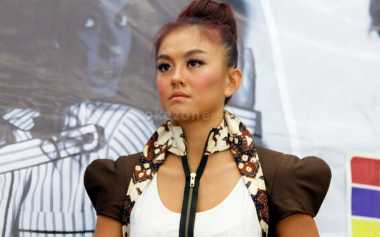 Agnes Monica Selalu Bawa 3 Powerbank