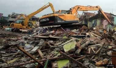 Berdiri di Bantaran Kali Harapan Baru, 158 Bangunan Dibongkar
