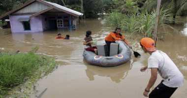 Terendam Banjir, Warga Singkawang Enggan Dievakuasi