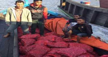 Polisi Tangkap Kapal Pengangkut Bawang Ilegal Asal Thailand dan Malaysia
