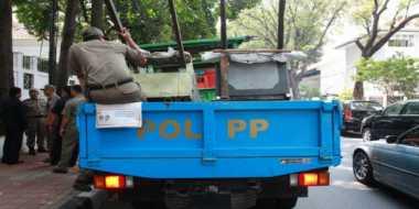Pakai Lampu Rotator, Mobil Satpol PP Diamankan Polisi