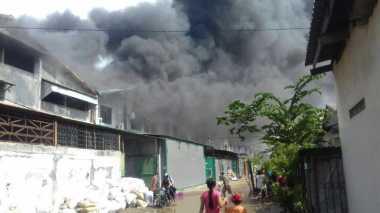 Gudang Tiner di Tangerang Terbakar, Api Masih Berkobar