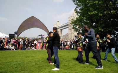 Wah, Aksi Pencak Silat dan Tari Jaipong Sukses Hipnotis Warga London