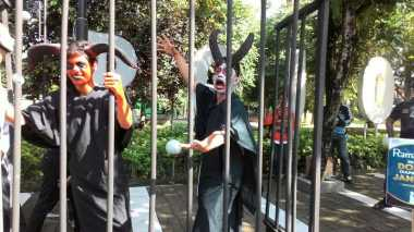"""Jelang Ramadan, """"Setan"""" Berkeliaran Menggoda Pengendara di Jombang"""