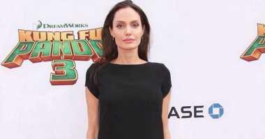 TOP GOSSIP: #9 Angelina Jolie Jadi Dosen