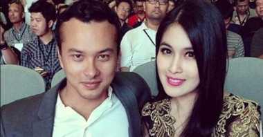 FOTO: Fans Baper Lihat Nicholas Saputra Foto Bareng Sandra Dewi