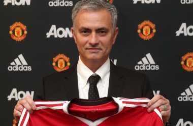 Jose Mourinho Janjikan Banyak Trofi untuk Manchester United