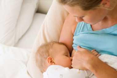 Alasan Menyusui Bayi dengan ASI Langsung Lebih Baik (I)