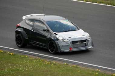 Prototipe Hyundai i30N Disiksa 24 Jam Nonstop di Sirkuit
