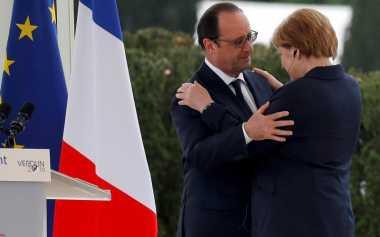 Mesranya Hollande & Merkel di Peringatan Seabad Pertempuran Verdun