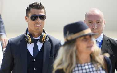"""Dikritik, Cristiano Ronaldo Pilih """"Tutup Kuping"""""""