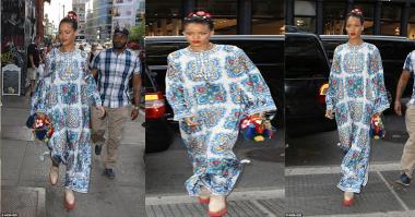 Rihanna Kenakan Kaftan saat Makan Malam, Ini Penampakannya!