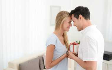Tak Suka Hadiah dari Pasangan, Hargai dengan Cara Ini