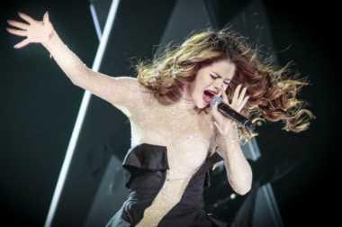 TOP GOSSIP #5: Selena Gomez Menangis Saat Bawakan Lagu Who Says