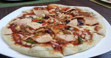 Bercerai, Pria Ini Nafkahi Anak dengan Piza