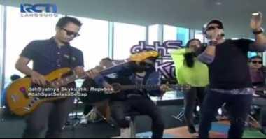Live Dahsyat: Host Dahsyat Jingkrakan Nyanyi Lagu Tipe X