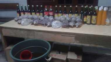 Miras Oplosan di Kramatjati Terbuat dari Alkohol 90 Persen