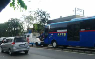 Nekad Masuk Jalur Transjakarta, Ahok Ancam Kandangkan Bus APTB