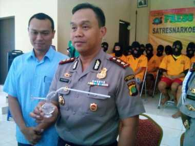 Polisi Sita Bong Sabu Berbentuk Alat Kelamin Pria