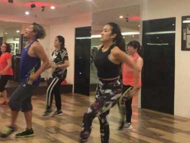 FOTO: Liza Natalia Nikmati Latihan Kardio dan Zumba