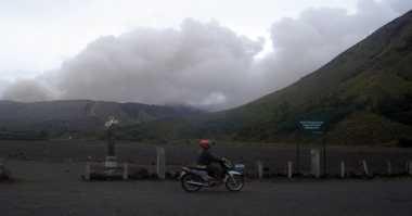 Gunung Bromo Kembali Semburkan Abu Vulkanis