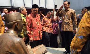 Ke Penjara Banceuy, Presiden Jokowi Beri Hormat pada Patung Soekarno