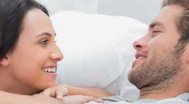 Menjadi Pendengar Romantis bagi Suami
