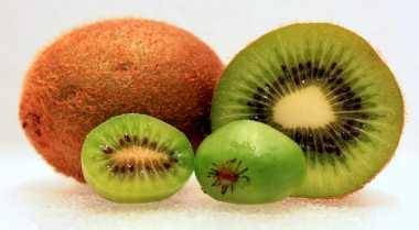 FOTO: Perhatikan, Begini Cara Benar Mengupas Kiwi & Jeruk Sunkist