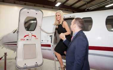 TOP TRAVEL 10: Permintaan Aneh Selebriti Dunia saat Bepergian Naik Jet Pribadi