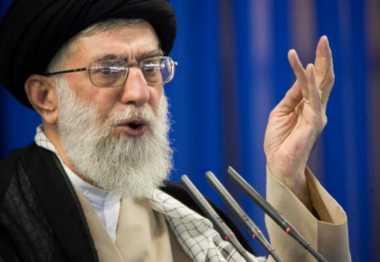 Khamenei Sebut Pemerintah Bahrain Bodoh dan Gila