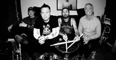 TOP MUSIC: #5 Blink 182 Rilis Video Klip Tanpa Tom DeLonge