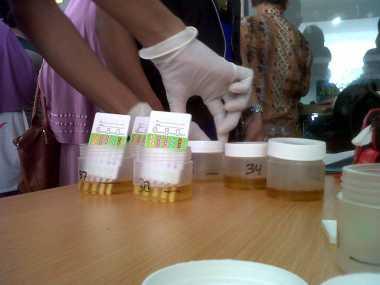 BNN Lakukan Tes Urine terhadap Sopir Angkot di Bengkulu