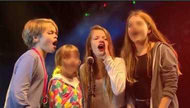 VIDEO: Chris Martin Ajak Anak Manggung di Konser Coldplay