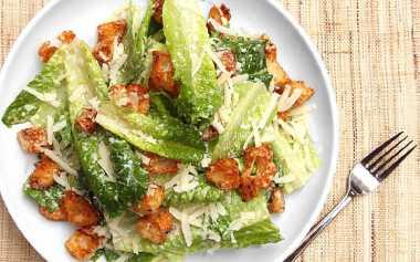 4 Hal Unik yang Harus Kamu Tahu tentang Caesar Salad