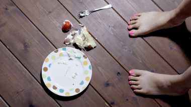Percaya Teori 5 Detik Makanan Jatuh? Ini Penjelasannya