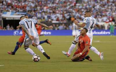 Dua Kartu Merah Warnai Babak Pertama Final Copa America