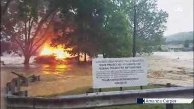 Rumah Terbakar Terseret Banjir