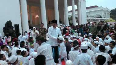 Buka Puasa Bersama Anak Yatim, Jokowi Bikin Kuis Berhadiah Sepeda