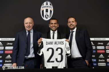 Alasan Dani Alves Pilih Nomor Punggung 23 di Juve