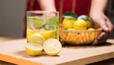 Air Lemon Hangat Pencegah 4 Masalah Kesehatan