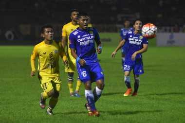 Dua Bola Muntah Menangkan Persegres atas Persib Bandung