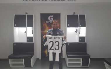 Hot Soccer: Juventus Resmi Rekrut Dani Alves