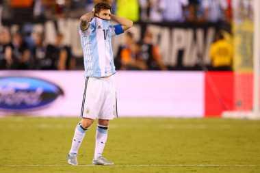 Publik Argentina Tak Terima Messi Meninggalkan Timnas Begitu Cepat