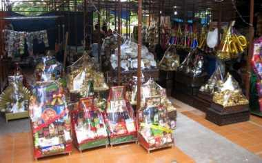 Razia Jajanan dan Parcel, Petugas Temukan Makanan Kadaluwarsa di Jombang