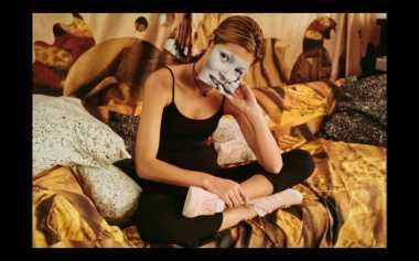 Kate Moss Kembali Didapuk Model Sepatu Adidas Gizella