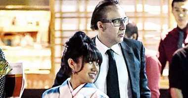 Nicolas Cage Kepergok Cium Wanita Berkimono