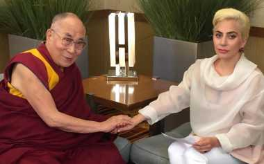 TOP GOSSIP #4: Temui Dalai Lama, Lady Gaga Diboikot China