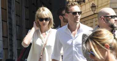 TOP GOSSIP #6: Taylor Swift dan Tom Hiddleston Kencan di Roma