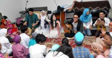 Hibur Anak-Anak Yatim, Aviwkila Bawakan Lagu Anak-Anak