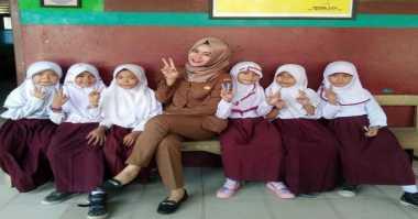 HOT THREAD (4): Cantiknya Ibu Guru Ini Bikin Para Lelaki Meleleh